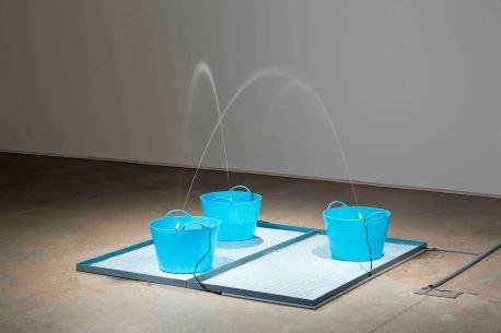 2_세 개의 분수_2014_plastic baskets, electric motor, water, ceramic tiles, iron plates_dimensions variable