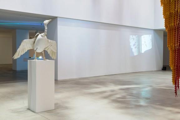 서정빈_10가지 이상의 포즈가 가능한 거위 조각 Goose sculpture available with more than 10 poses_2009_Resin 130 x 40 x 30 cm(3)