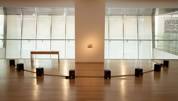 한우리_회전문 Revolving Door_2012_8-Channel sound installation_Loop