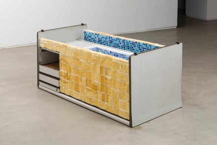 강희정_욕조_Bathtub_2011-2017_Desk, polyurethane foam, glass mosaic tiles, water_Dimensions variable(1)