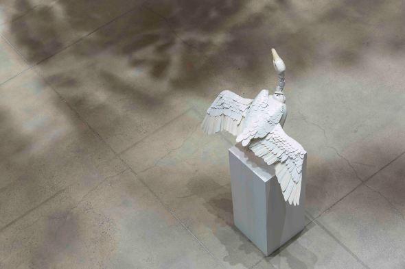 서정빈_10가지 이상의 포즈가 가능한 거위 조각 Goose sculpture available with more than 10 poses_2009_Resin 130 x 40 x 30 cm(2).jpg