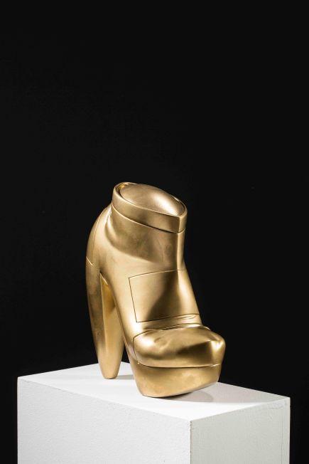 서정빈_하이힐 High heel_2011_Resin_30 x 23 x 20 cm(1)