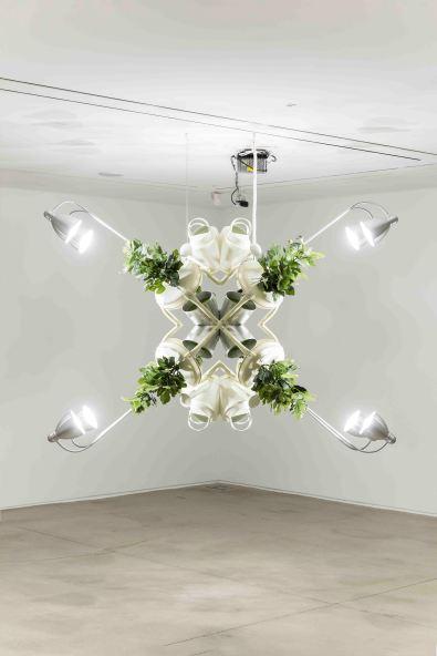 박천욱_주체롭게 자라다 2 Grow Autonomously 2_2017_Flowerpot, artificial plants, water aperture, chair, light_170 x 150 x 90 cm (4).jpg