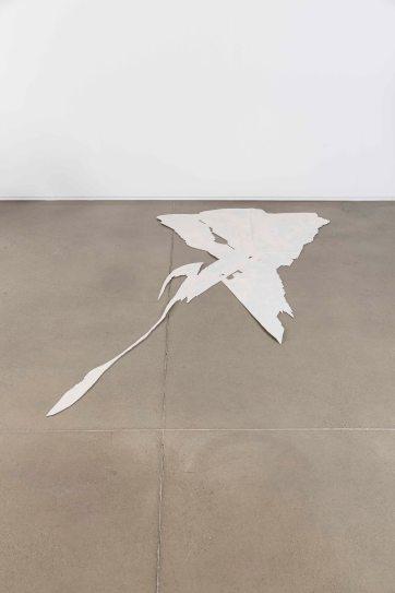 강정석_Game Ⅱ Plate_2017_Fiberglass, cardboard, lacquer spray, wood, acrylic primer_0.3 x 117.jpg